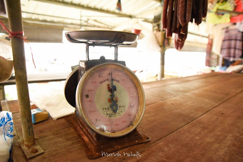 scale at amphawa floating market