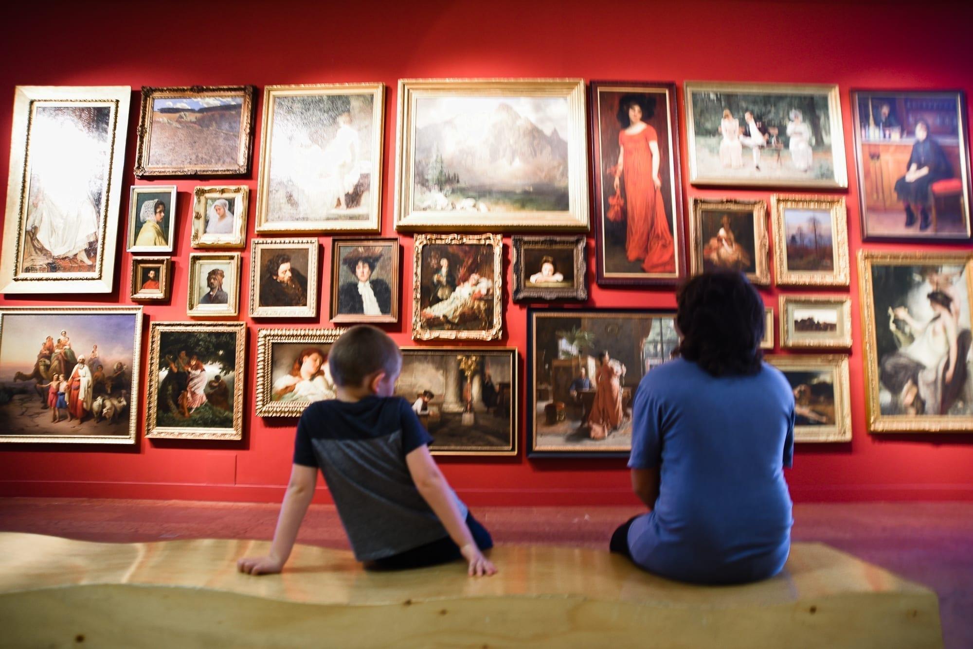 kids in art museum